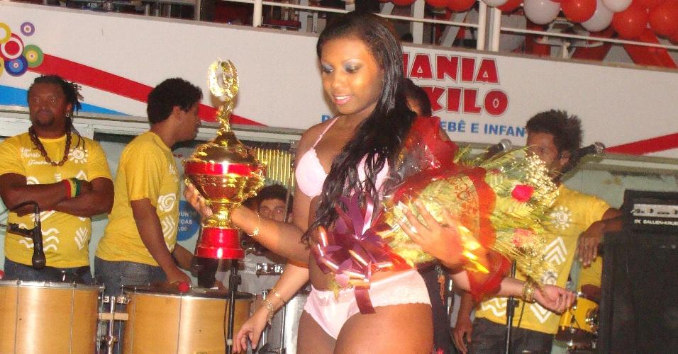 """30.set.2012 - A campeã foi Giovana da Silva, ou simplesmente """"Mara"""". De Vila Velha, no Espírito Santo, a moça era só alegria. """"Agora, vai ser diferente a minha vida. Vou ser mais conhecida pelas pessoas"""""""