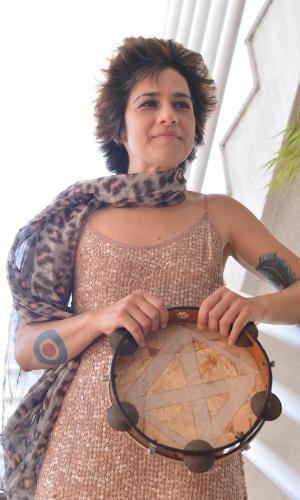 A cantora Lan lan chega no casamento da atriz Emanuelle Araújo, no Rio de Janeiro (30/9/12)