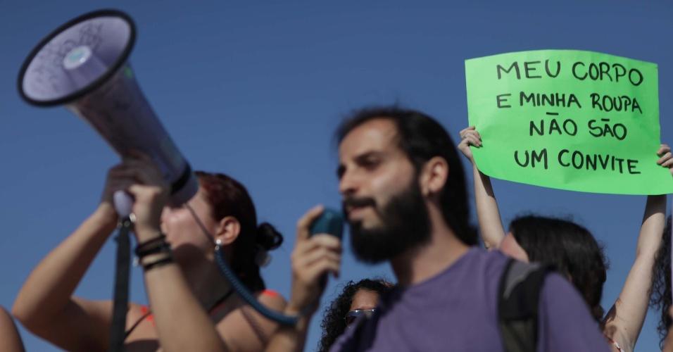 Manifestantes participam da Marcha das Vadias, em Santos (SP)