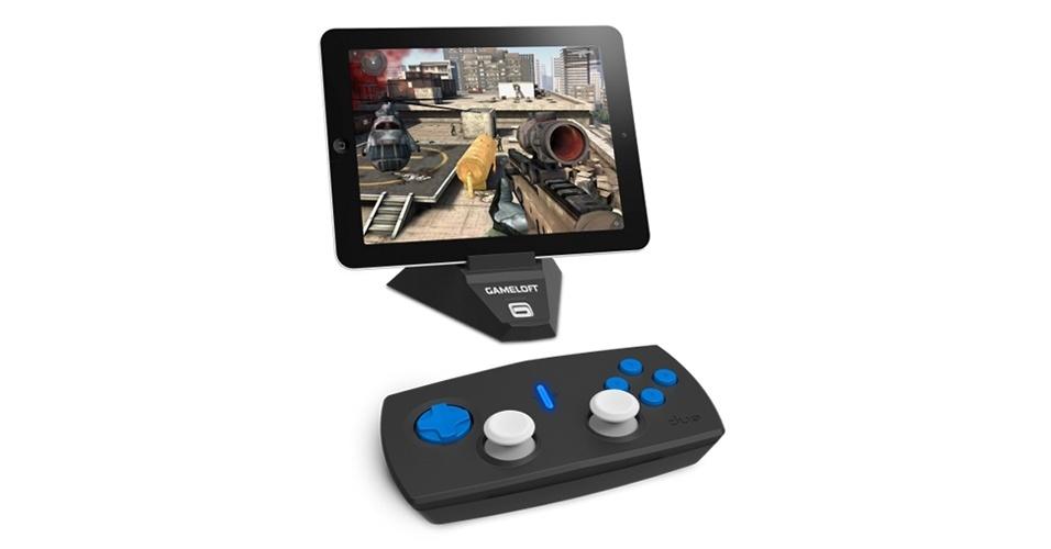 1.out.2012 - A produtora de games Gameloft apresentou o Duo Gamer: um controle para iPad que funciona com os títulos da marca da Apple Store. Jogos como Asphalt 7, Order & Chaos Online, N.O.V.A 3 e Modern Combat 4 estão habilitados para serem jogados com o dispositivo. O aparelho precisa de duas pilhas AA para funcionar e tem preço sugerido de US$ 80 nos Estados Unidos