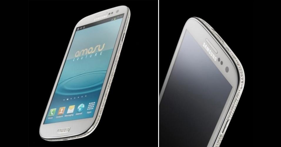 1.out.2012 - Conhecida por tornar gadgets caros ainda mais caros, a Amosu acrescentou o Samsung Galaxy S III à linha de smartphones cravejados de cristais Swarovski. O modelo ganhou 500 cristais na borda e mais 16 especiais nos botões, vem nas duas cores padrão (branca e azul) e custa cerca de R$ 6.864 (ou 2.099 libras). Quem comprar o smartphone estiloso vai ganhar uma capa de couro exclusiva da própria Amosu, que custa R$ 654. Pelo menos, não é?