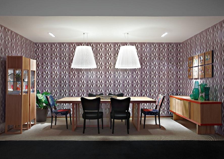 A arquiteta Isabela Vecci projetou a Sala - dividida em dois ambientes: jantar (foto) e estar. No jantar, sobre a mesa, dois pendentes são auxiliados por luminárias multifocais embutidas. A Casa Cor MG fica em cartaz até 16 de outubro de 2012, em Belo Horizonte
