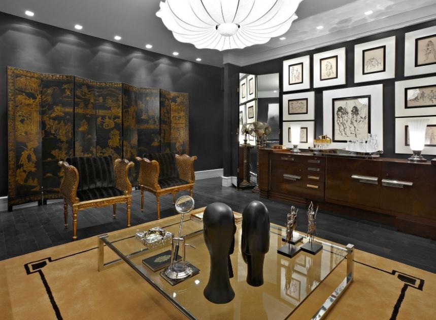 O arquiteto e designer Cioli Stancioli projetou uma Sala de Estar inspirada no estilo Art Déco. Nela, a iluminação periférica e embutida é arrematada por um lustre central. A Casa Cor MG fica em cartaz até 16 de outubro de 2012, em Belo Horizonte