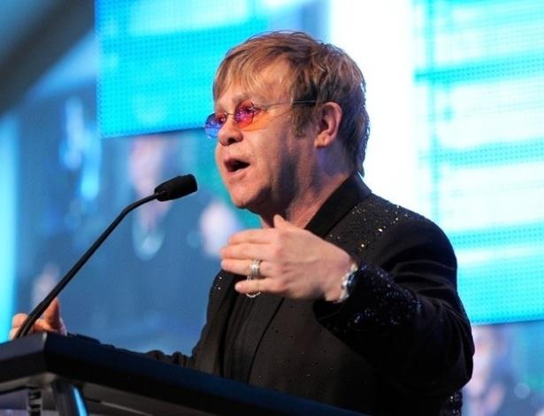 Elton John se apresentou em duas festas de casamento no último final de semana de setembro