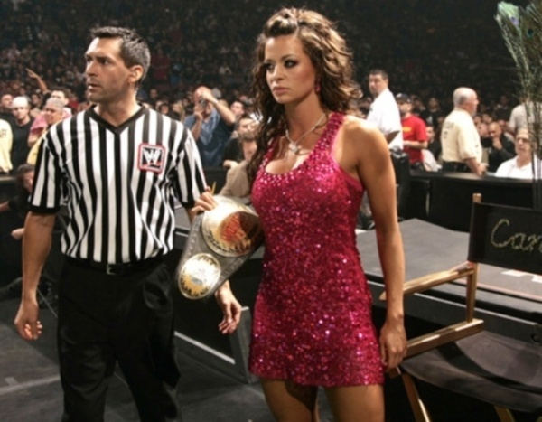 Em 2011, Candice Michelle engravidou novamente, mas sofreu abordo espontneo