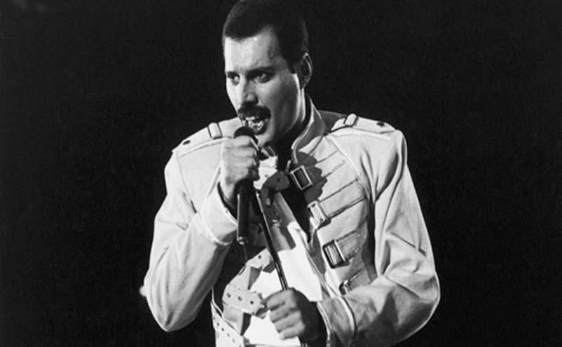 Farrokh Bulsara ficou conhecido mundialmente pelo nome Freddie Mercury