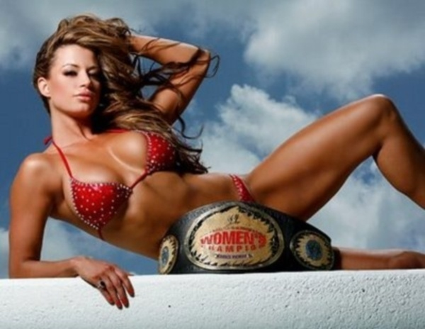 Por conta de sua beleza, Candice Michelle atrai cantadas por onde passa