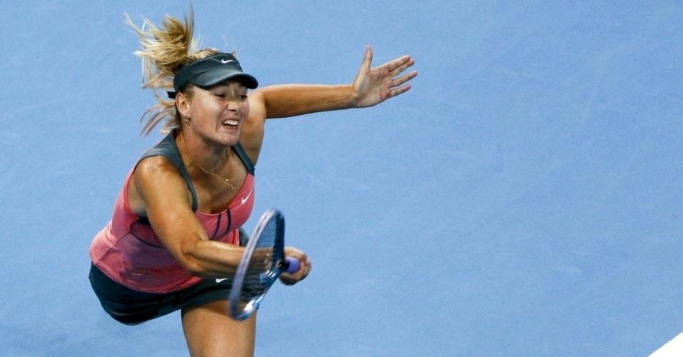 Russa Maria Sharapova durante sua vitória sobre a romena Simona Halep por 2 sets 0, com duplo 7-5, no WTA de Pequim
