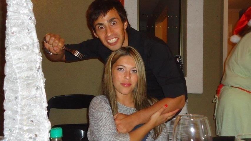 Valdivia faz pose com a mulher Daniela Aranguiz em foto postada nas redes sociais