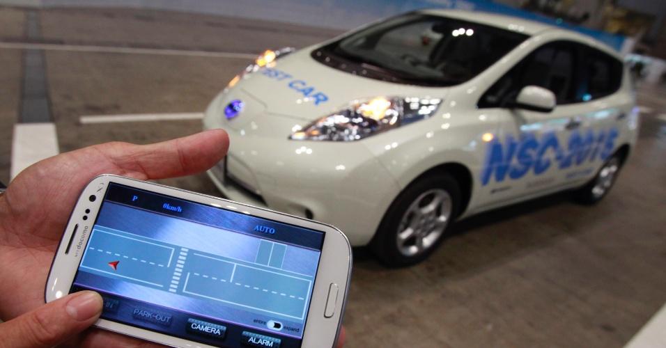 2.out.2012 - Nissan apresenta protótipo de carro que consegue estacionar sozinho - para isso, ele tem diversas câmeras e também equipamentos que reconhecem as imagens capturadas, segundo a agência japonesa Nikkei. Ainda de acordo com a Nikkei, a tecnologia permite que o veículo NSC-2015 identifique um lugar para estacionar, quando solicitado por seu motorista. O usuário também pode enviar informações via smartphone. A novidade sem data de lançamento foi exibida na feira Ceatec, realizada em Tóquio, no Japão