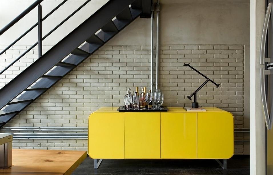 Aparador Em Baixo Da Escada ~ Veja soluções criativas e funcionais para aproveitar o