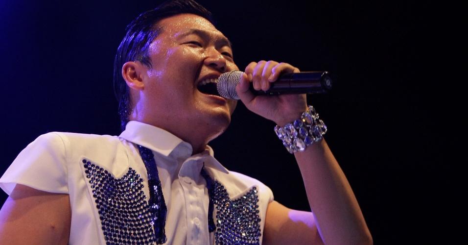"""Astro do pop coreano, o cantor Psy canta o hit """"Gangnam Style"""" em show na Coreia do Sul (25/9/12)"""
