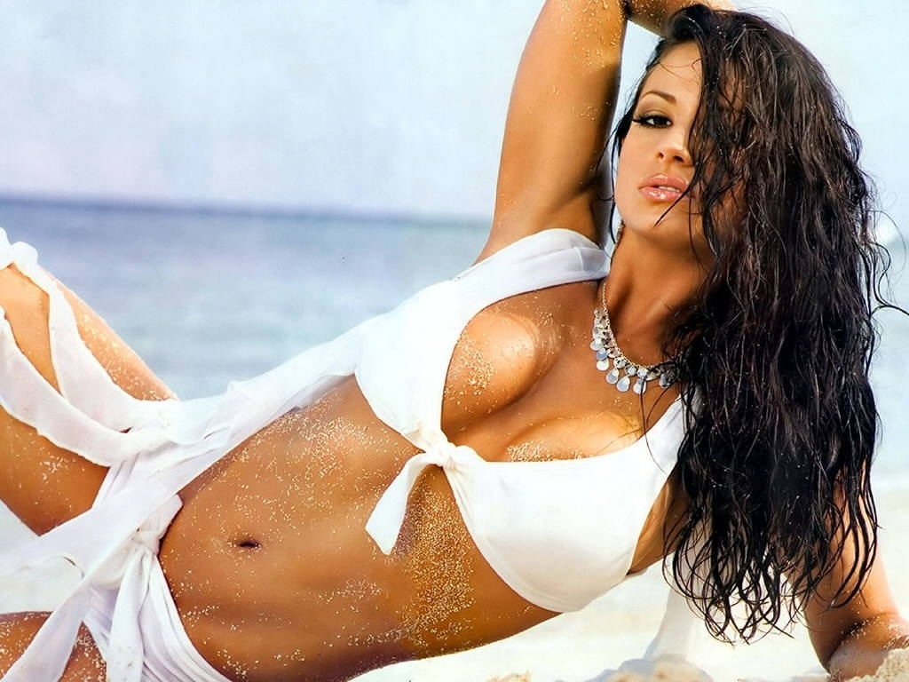 Candice Michelle mostra toda a sua beleza em ensaios sensuais