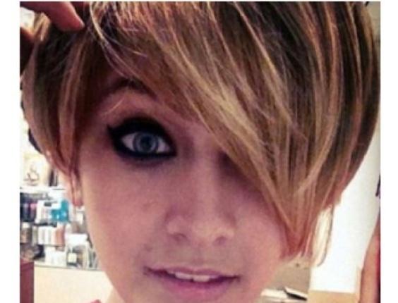 Foto de Paris Jackson de cabelos curtos postada no Instagram