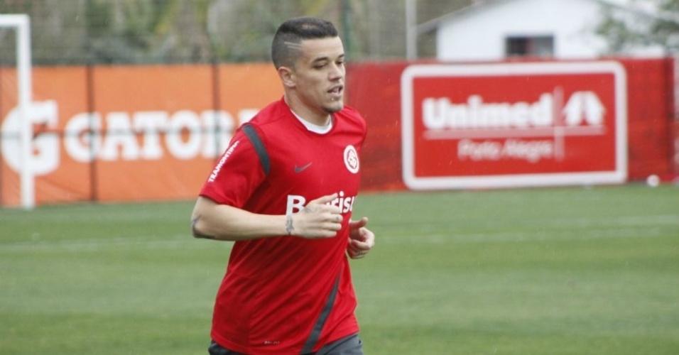 Meia D'Alessandro corre em treino físico do Inter no CT do Parque Gigante (02/10/12)