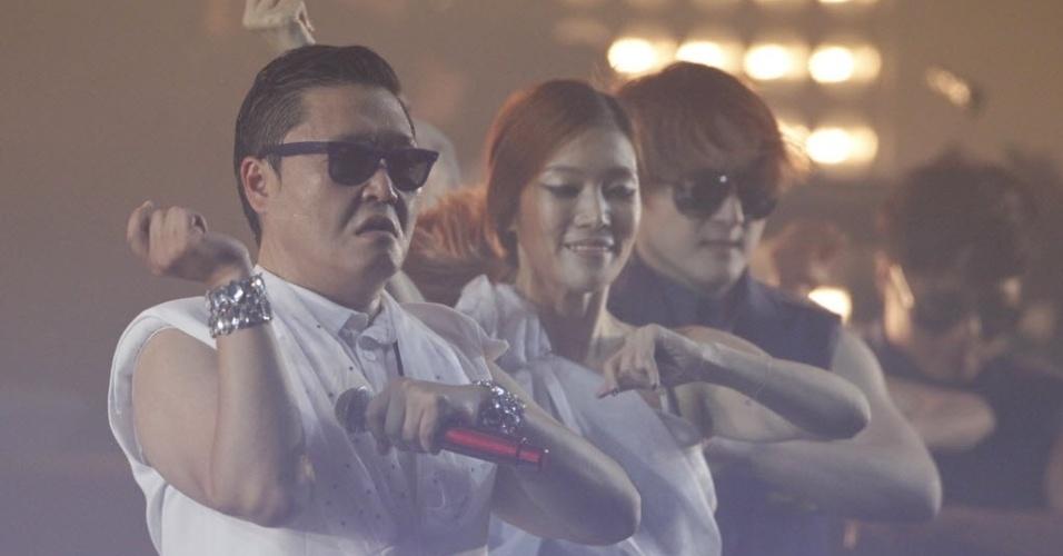 """O astro do pop coreano, Psy, se apresenta dançando a coreografia de """"Gangnam Style"""", hit sul-coreano que virou sucesso no Youtube (25/9/12)"""