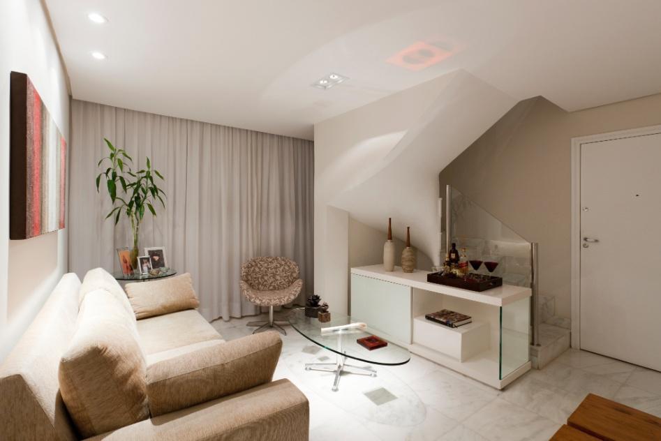 Sala Pequena Toda Branca ~ Para o espaço embaixo da escada, em uma sala de estar de nove m², a