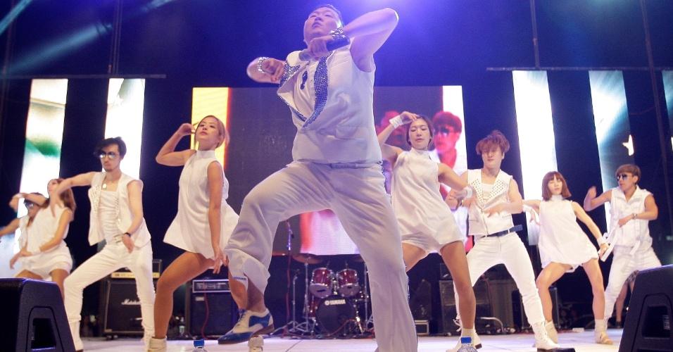 """Reconhecido mundialmente pelo sucesso do clipe da música """"Gangnam Style"""", o astro do K-Pop, Psy, faz show em seu país natal, a Coreia do Sul (25/9/10)"""