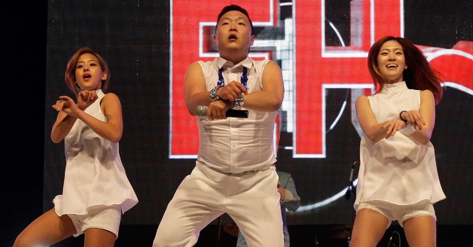 """Reconhecido mundialmente pelo sucesso do clipe da música """"Gangnam Style"""", o astro do K-Pop Psy faz show em seu país natal, a Coréia do Sul (25/9/10)"""
