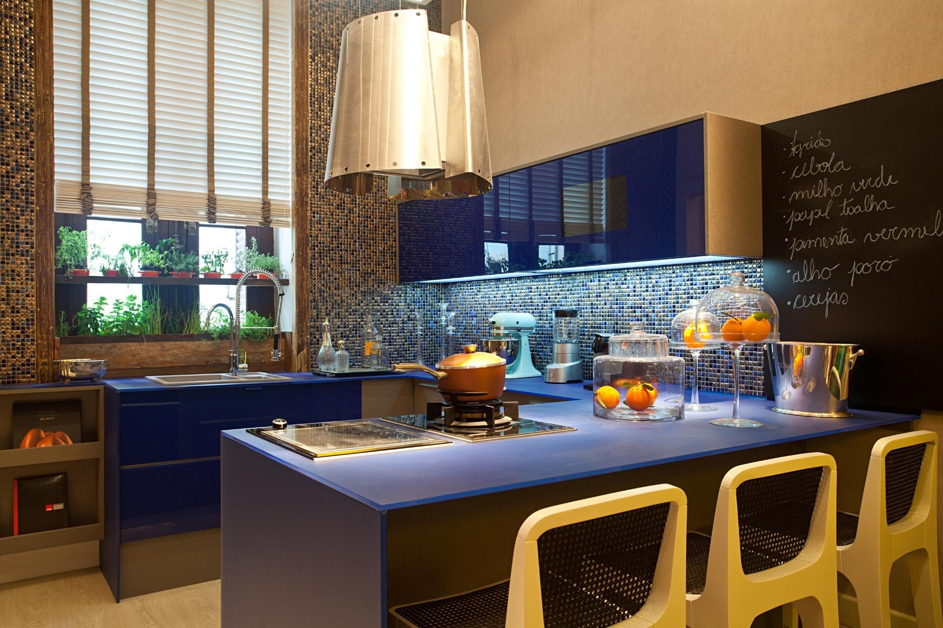 Thoni Litsz assina o Estúdio do Chef. No espaço, dividido em cozinha gourmet (foto) e um quarto, predominam os tons de azul, cinza e pérola. A Casa Cor RJ vai de 03 de outubro a 19 de novembro de 2012, no Rio de Janeiro