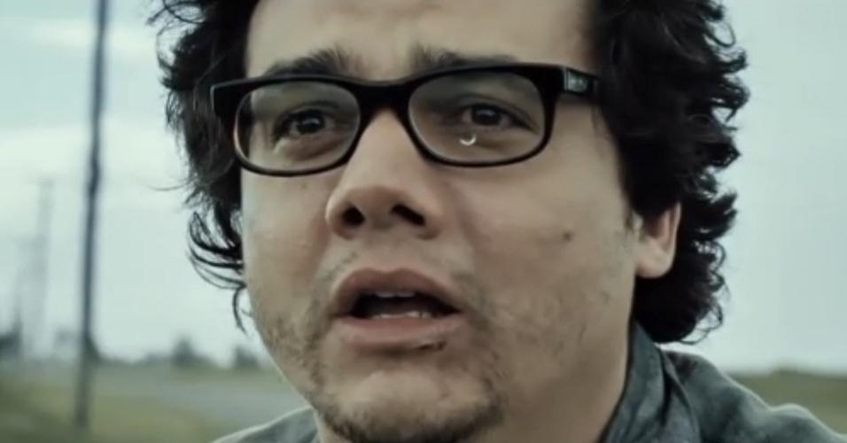 """Wagner Moura vive papel de médico desesperado à procura do filho desaparecido em """"A Busca"""""""