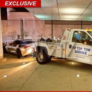 Carros de Justin Bieber é guinchado em frente a hotel (2/10/12)