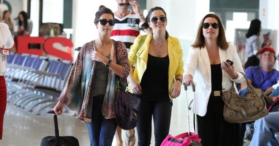 Fernanda Paes Leme e Giovanna Lancellotti chegam juntas ao aeroporto Santos Dumont, no Rio de Janeiro (2/10/12)