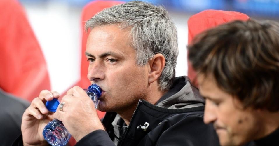 José Mourinho, treinador do Real Madrid, momentos antes do início da partida entre o seu time e o Ajax, pela Liga dos Campeões