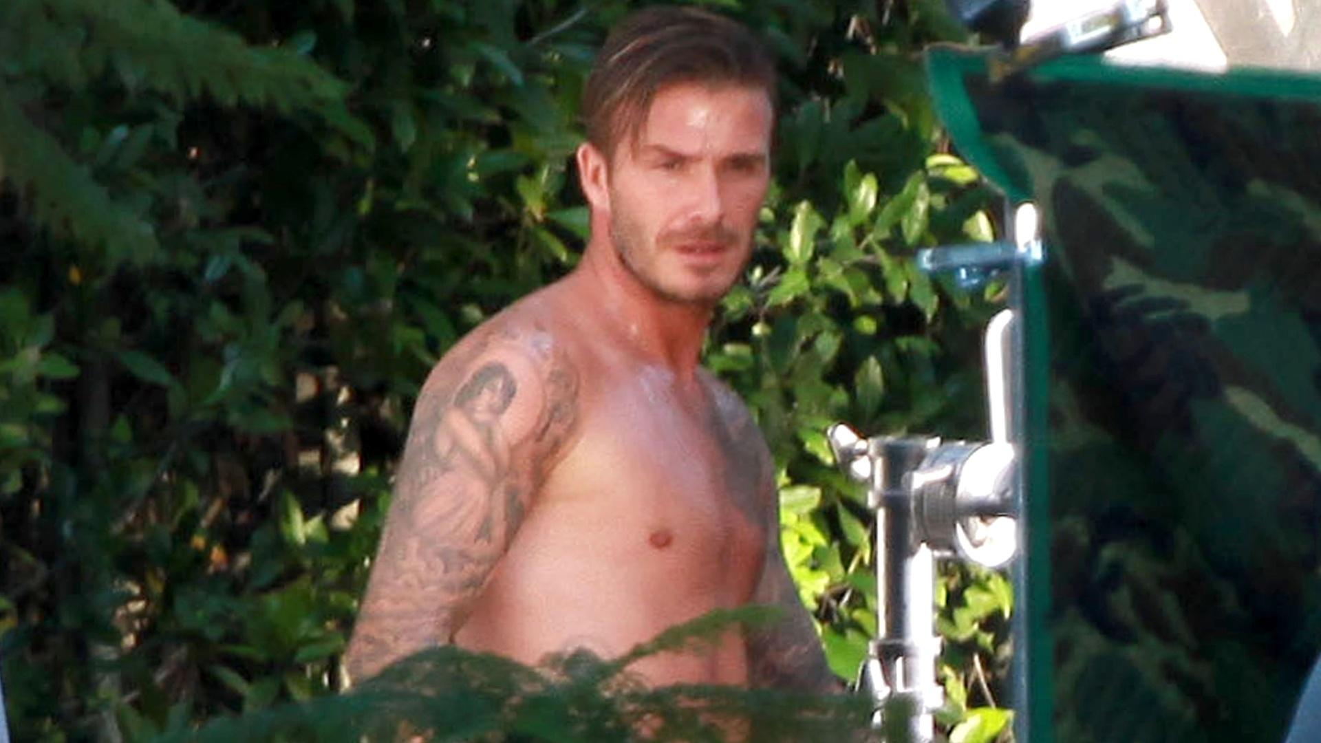 O jogador de futebol David Beckham é flagrado somente de cueca durante ensaio fotográfico para a H&M, em Beverly Hills (2/10/12)
