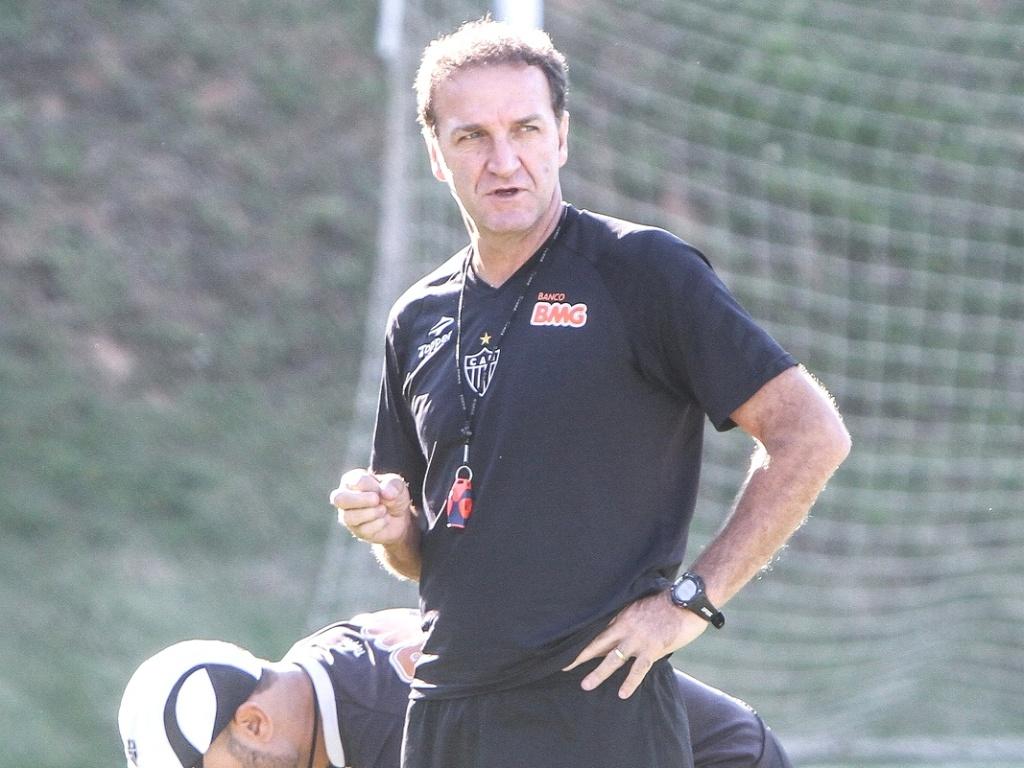 Técnico Cuca durante treinamento do Atlético-MG na Cidade do Galo (3/10/2012)