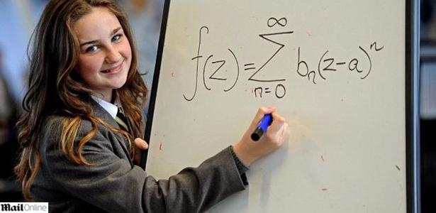 A inglesa Olivia Manning tem 12 anos e um QI maior do que os físicos Albert Einstein e Stephew Hawking
