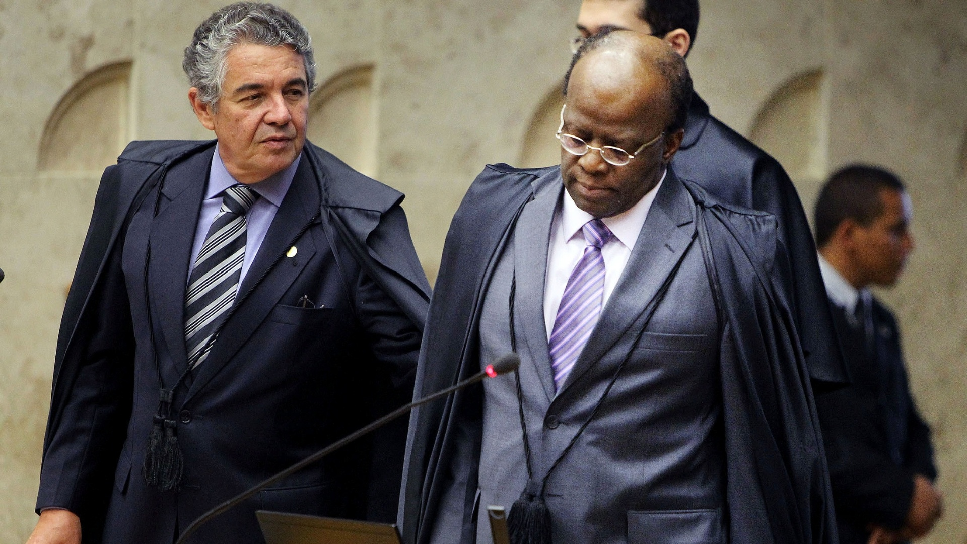 4.out.2012 - Ministros Marco Aurlio Mello e Joaquim Barbosa em sesso de julgamento do mensalo em que  votada a participao de Duda Mendona e Jos Dirceu no esquema