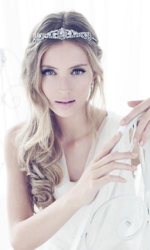 http://imguol.com/2012/10/04/imagem-de-tiara-para-noiva---avivar-noivas-1349377602432_300x500.jpg