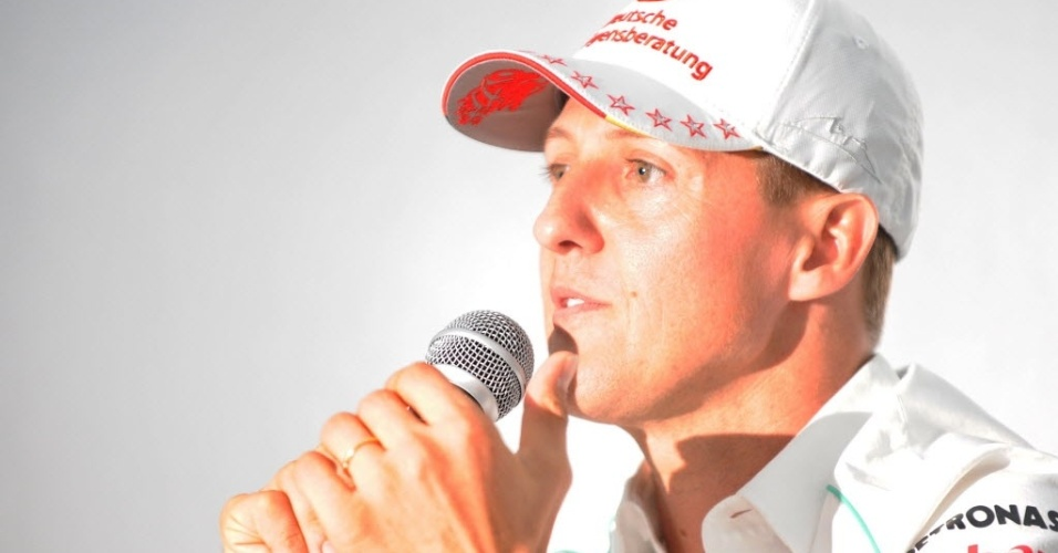 Michael Schumacher discursa durante anncio de aposentadoria no Japo