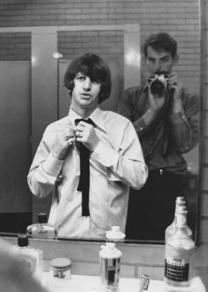 """Ringo Starr antes de apresentação da banda no Shea Stadium em 1965, foto do livro """"LIFE With the Beatles"""""""