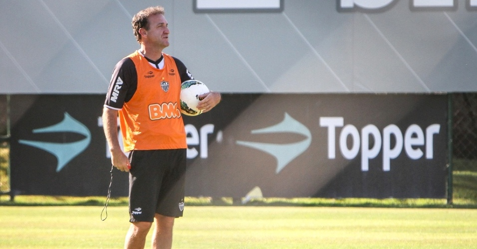 Tcnico Cuca comanda treino do Atltico-MG na Cidade do Galo (4/10/2012)