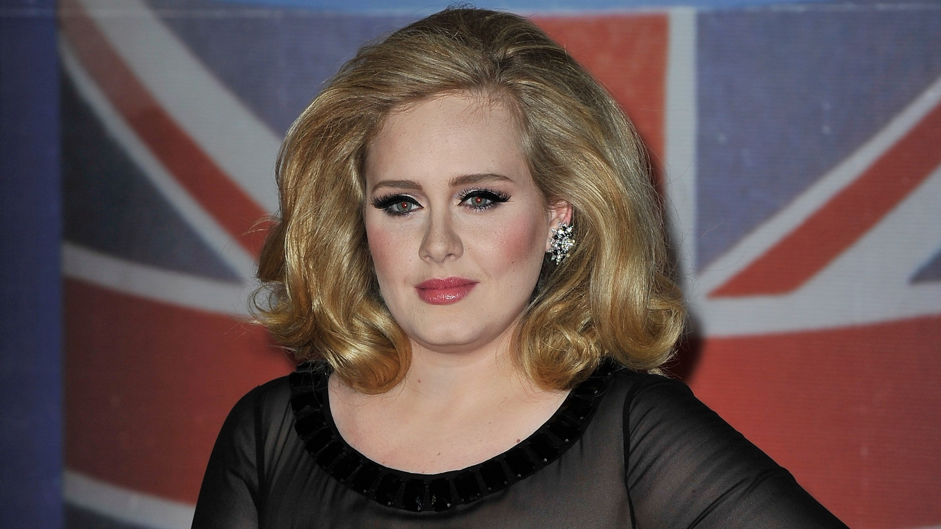 Adele no Brit Awards no 02 Arena, em Londres (21/2/12)