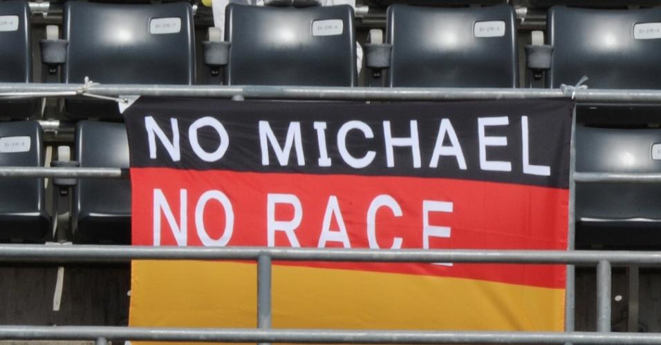 Fã homenageia Schumacher em Suzuka após anúncio de aposentadoria