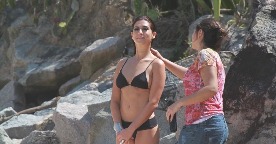 Fernanda Paes Leme fez ensaio fotográfico em uma praia localizada na zona oeste do Rio (5/10/12). A atriz está no elenco de
