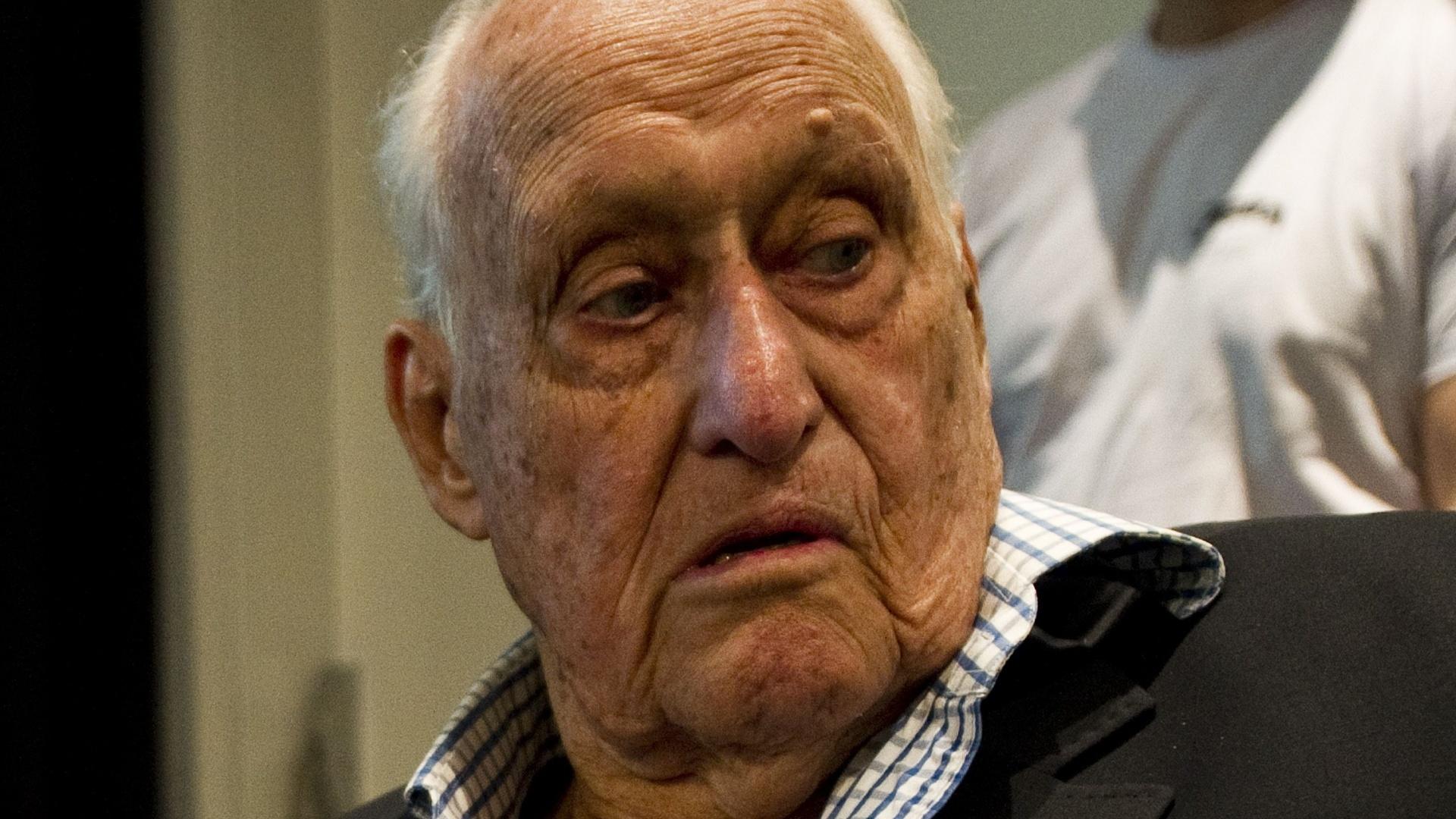Joao Havelange, visivelmente debilitado aos 96 anos de idade, compareceu à eleição do COB