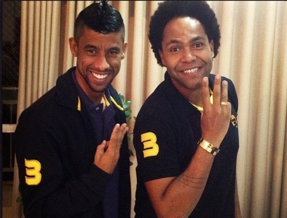 Léo Moura posa com Thalles Roberto, seu amigo particular e astro da música gospel