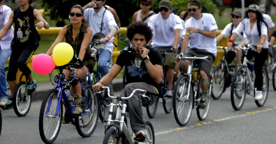 6.out.2012 - Manifestantes organizaram neste sábado (6/10) a