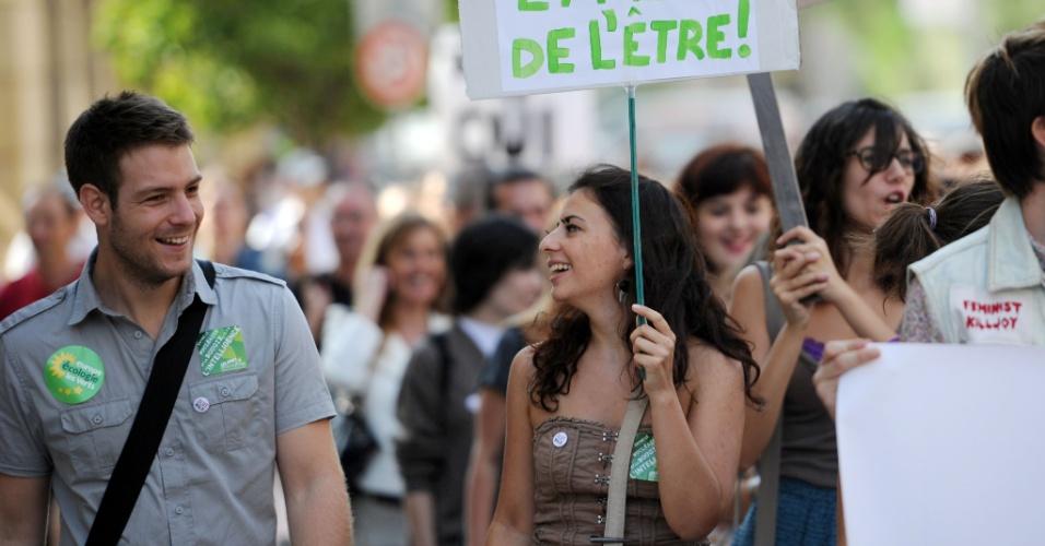 6.out.2012 - Mulheres participam de Marcha das Vadias em Marselha, no sul da França