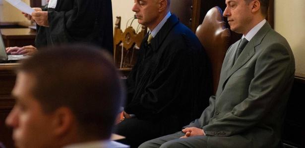 O ex-mordomo do papa, Paolo Gabriele, 46 (à direita), foi condenado a 18 meses de prisão