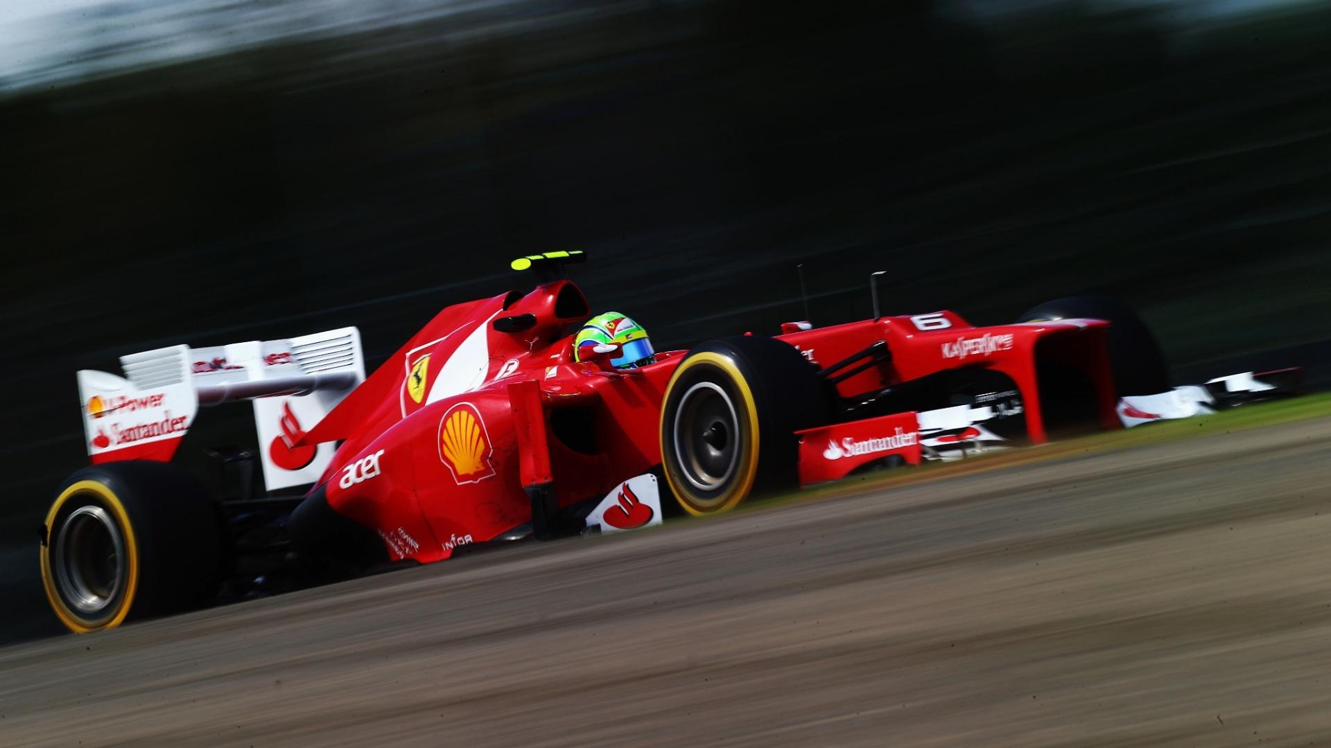 Felipe Massa conduz sua Ferrari pelo circuito de Suzuka durante o treino de classificação para o GP do Japão