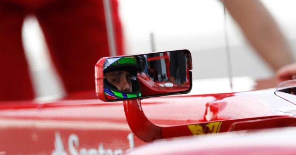 Felipe Massa se prepara para entrar na pista de Suzuka para o treino de classificação para o GP do Japão