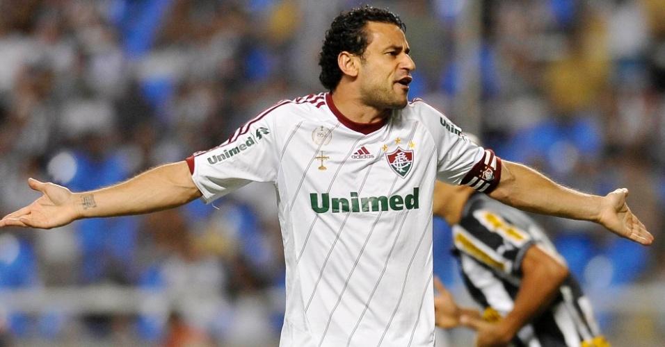 Fred reclama de lance durante clássico com o Botafogo no Engenhão