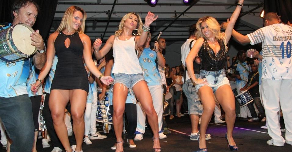 Sabrina Sato e Andreia Andrade no ensaio da Vila Isabel em 5/10/2012