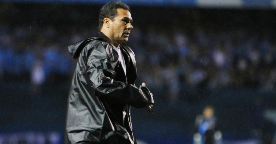 Técnico Vanderlei Luxemburgo, do Grêmio, durante partida contra o Cruzeiro no Olimpico