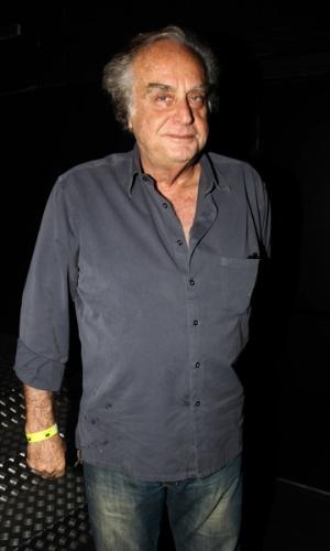 Arnaldo Jabor prestigia o show do Titãs em São Paulo. (6/10/2012)